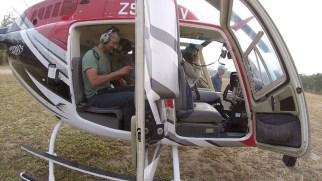 Saída de helicóptero para as prospecções espeleológicas