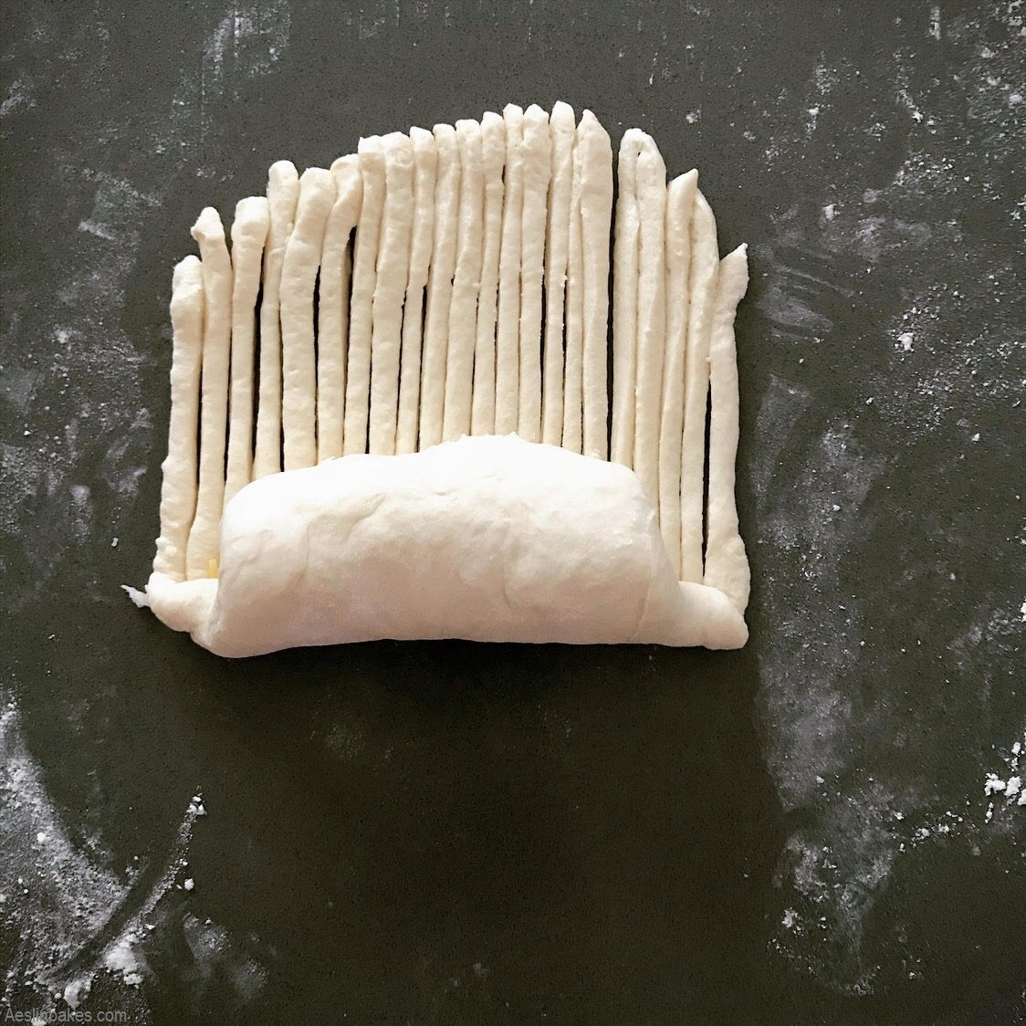 filling dough for wool roll bread