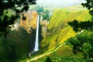Keindahan Air Terjun di Wisata Sumatera