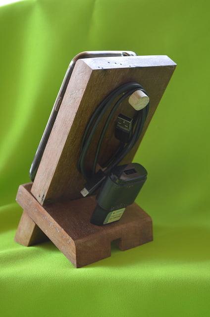 Suporte de madeira para celular SMC001