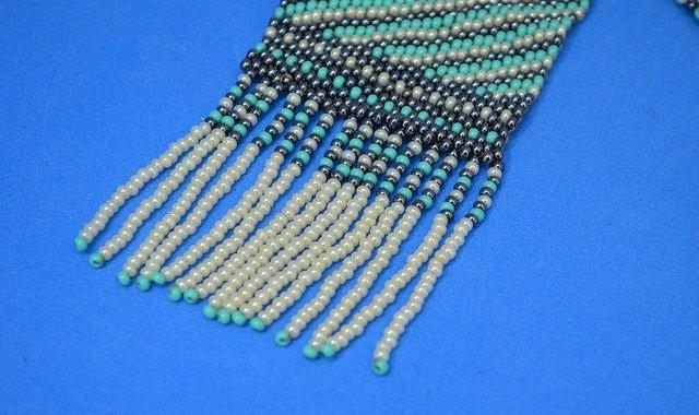 Curso de confecção de bijuterias com miçangas
