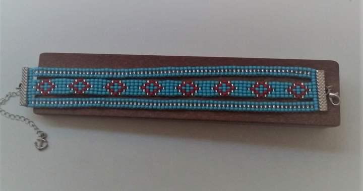 confecção de bijuterias com miçangas