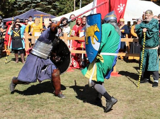 Sir Arnthor vs. Sir Byron in the semi-finals. Photo by Master Alaxandair.