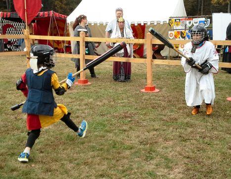Carl Kupferhelbelinc vs. Drake Magnusson. Photo by Mistress Arianna of Wynthrope.