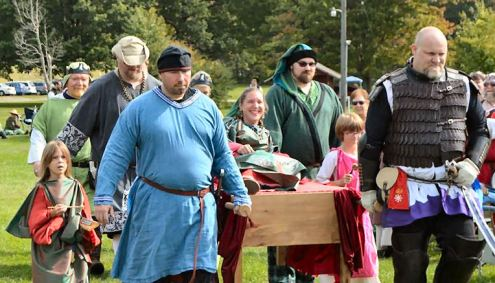 Princess Etain is brought forth to be crowned. Sir Bear attests that Tindal won spring Crown and is the true heir. Photo by Master Filipo.