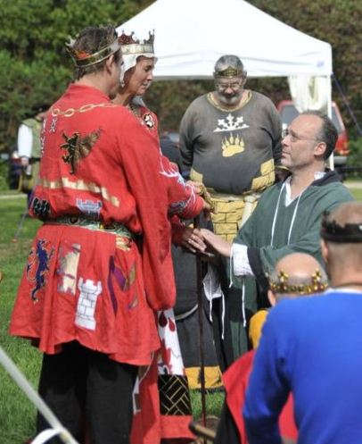 Sir Bear attests that Tindal won spring Crown and is the true heir. Photo by Baron Steffan.