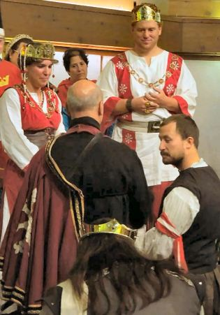 Lord Jacob Dunmore is inducted into the Order of the White Scarf. Photo by Baroness Katja.