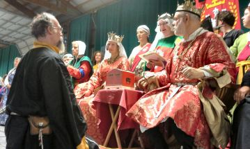 Sir Ian receives a Writ for a Laurel. Photo by Arianna.
