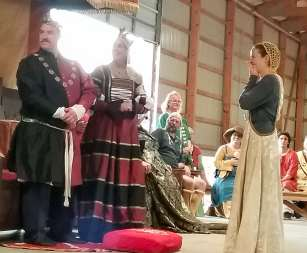 Lady Alysoun receives a Sycamore. Photo by Mistress Arianna.