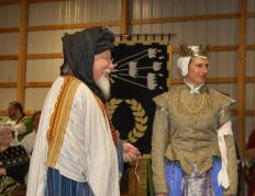 Baron Durr receives a Keystone. Photo by Lady Àine ny Allane.