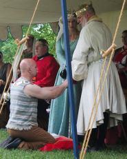 Master Lodovic swears his fealty. Photo by Jinx.