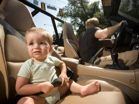 Kết quả hình ảnh cho bé ghét ngồi xe