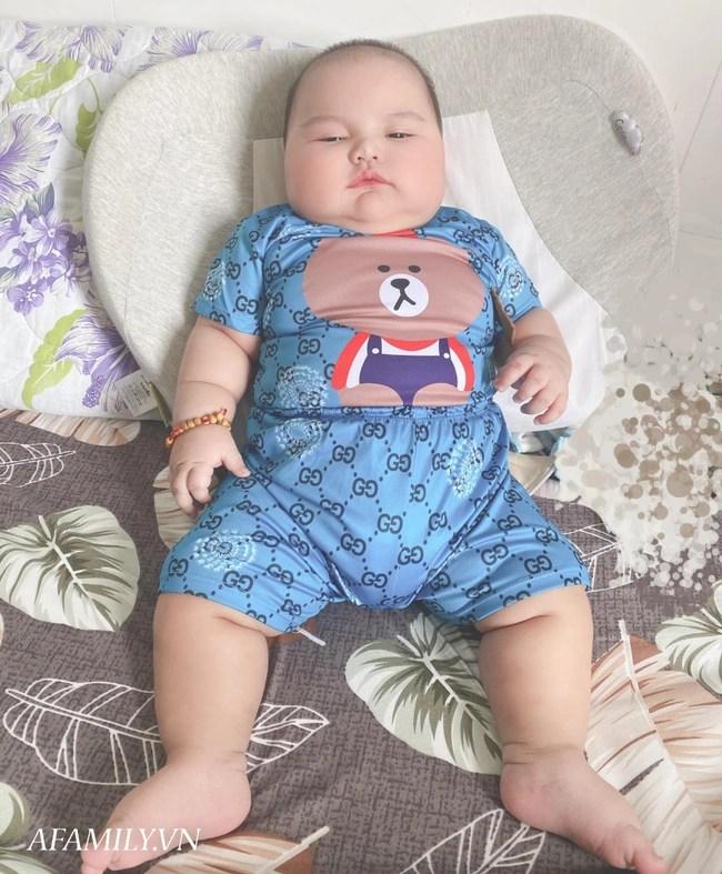 Bé trai bụ bẫm hơn 7 tháng nặng 15kg, mẹ kể chuyện nuôi con cực nhàn, chẳng phải mua hộp sữa công thức nào - Ảnh 4.