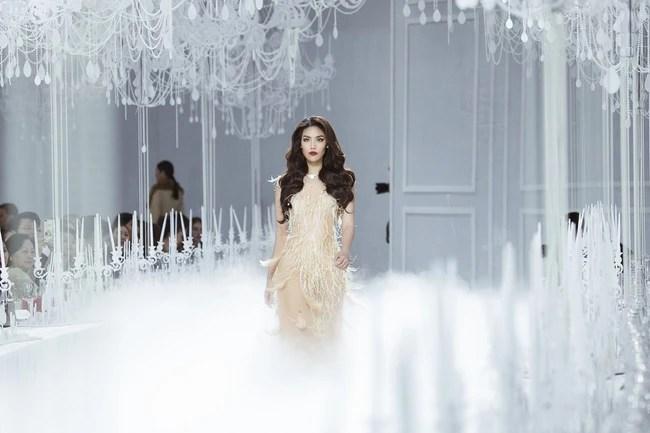 Thưởng lãm show của Lý Quí Khánh lại càng xuýt xoa trước bữa tiệc xa hoa 8 năm trước của Chanel - Ảnh 2.