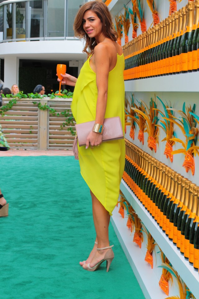 amanda tur-a fancy affair- miami fashion blogger- vccarnaval- miami beach -south beach - florida -veuve cliquot- thompson hotel -pool party- resort chic- champagne-champs- miami fashion blogger- champs- carnaval- spring summer 2015, nude pumps- gucci nude blush clutch