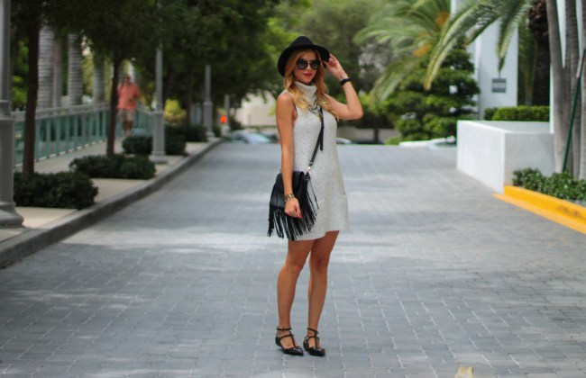 grey turtleneck sleeveless dress, black short brim fedora hat, baublebar necklace, fringe cross body bag, valentines rockstud noir black flats and red lips worn by amanda tur from a fancy affair blog