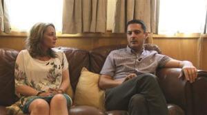 Regina y su marido Christopher Catambrone para un canal de Malta