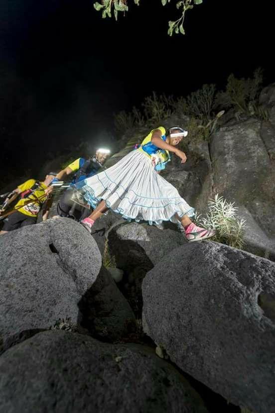 Corre Que Lorena RamírezLa Deportista En Indígena Sandalias N08OknwPX