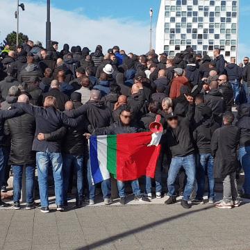 Ado uit met Ajax-supporters!?