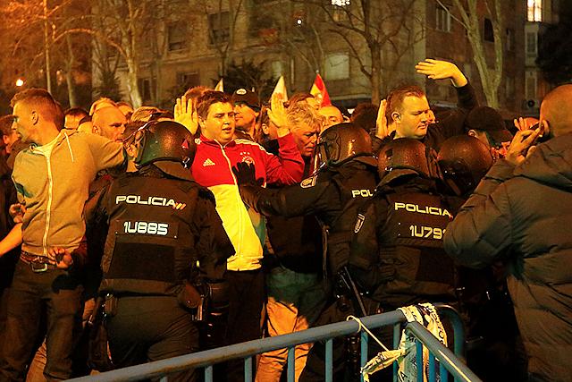 Nationale en internationale krachten verenigen zich tegen ons Ajax.