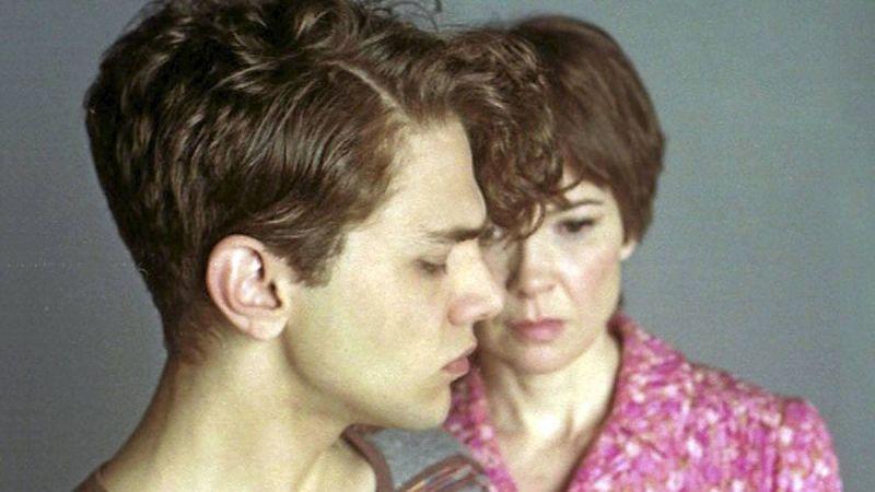 فيلم الرومانسيه والدراما الفرنسي I Killed My Mother (2009)