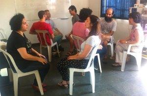 Discussão durante encontro de um grupo local