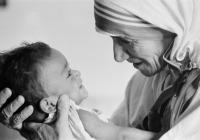 """""""Não podemos fazer grandes coisas nesta Terra, apenas pequenas coisas com grande amor"""" - Madre Teresa"""