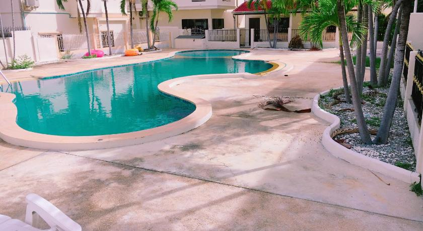 E 1 Pool View Condo With 4 Bed Rooms For 18pax Jomtien Beach