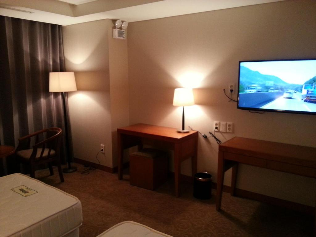 Rex Hotel Starting From 71 500 Krw Hotel In Seoul South