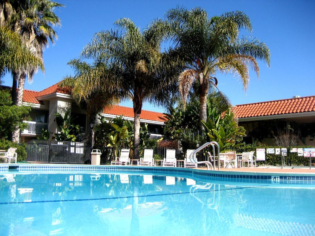 back bar sofa san jose ca sage green wyndham garden airport in california