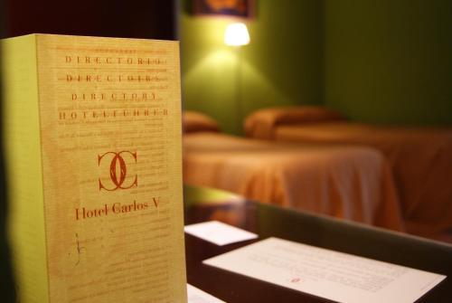Hotel Carlos V Hoteles con Jacuzzi en la habitacin en Granada