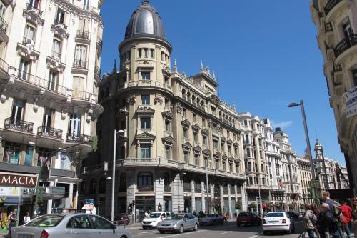 Apartamentos Gran Via Sol Madrid  ApartamentosBaratoscom