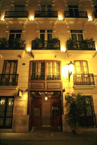 El apartamento goza de vistas a la ciudad e incluye zona de estar con tv de pantalla plana, mesa de comedor, así como zona de cocina con microondas, fogones y nevera. Hotel Ad Hoc Monumental, Valencia - HotelesConEncanto.com