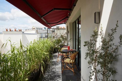 squashy sofas uk arabic floor sofa australia le roch hotel & spa review, paris | travel