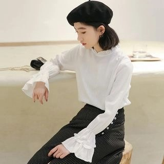 KANAMI Bell-Sleeve Blouse