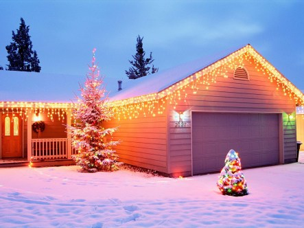 house-with-christmas-lights-wallpaper