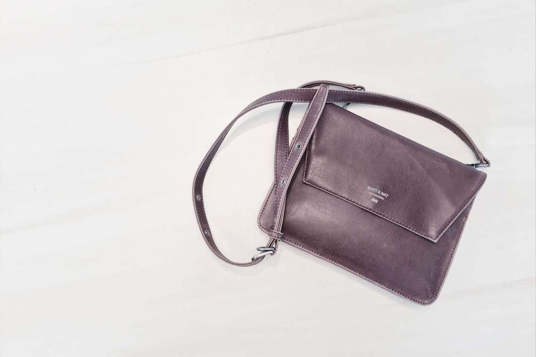 Photo d'un sac bandoulière en cuir vegan #vegan