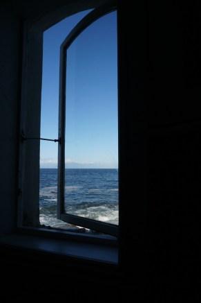 okno y widokiem na...