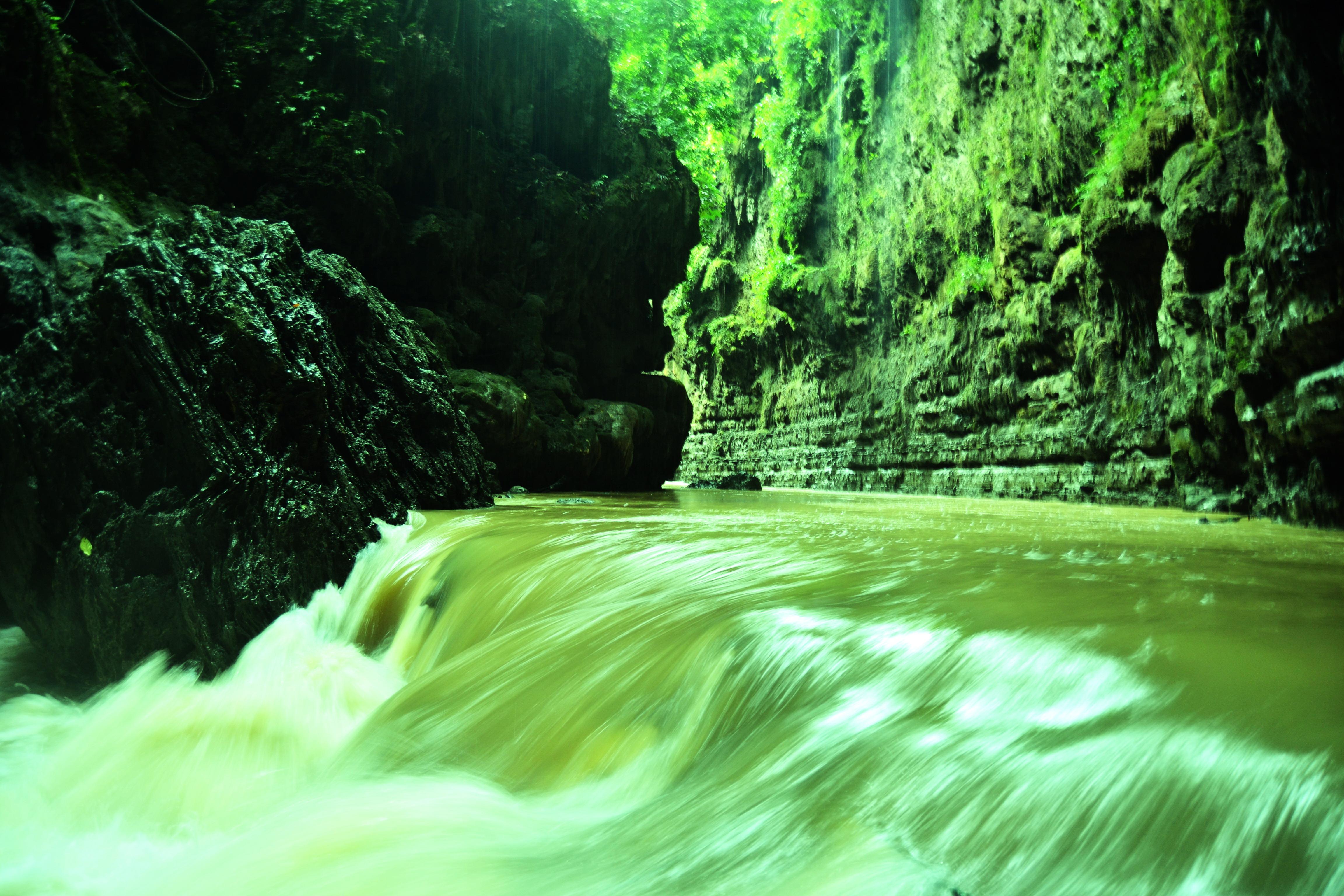 Beautiful Green Canyon in Pangandaran Indonesia | Affendy