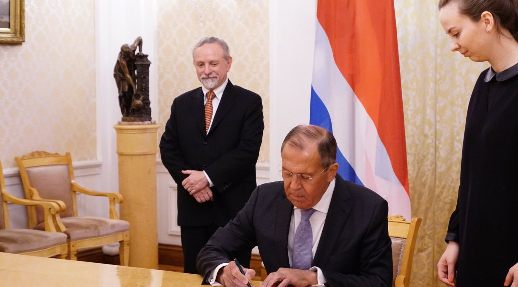Costa Rican Ambassador to the Russian Federation, Arturo Fournier Facio waits obediently while Russian Foreign Minister,Sergey Lavrov, signs a visa-free travel agreement with Costa Rica.