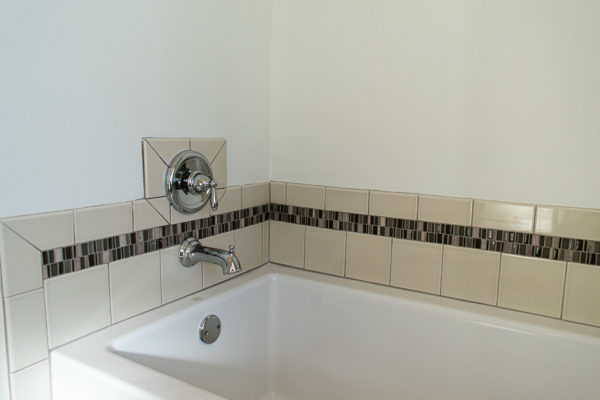 modular home bath tub