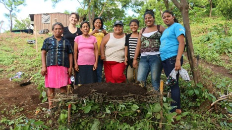 Women from the Gloria Quintanilla women's cooperative in Santa Julia (near El Crucero) (Photo credit: Sophie Hohenwarter)