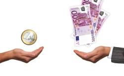 稼げる違いを表す手とお金