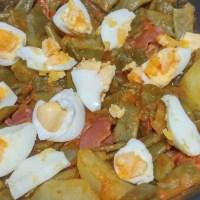 Mongeta tendra amb ou dur, pernil salat i sofregit