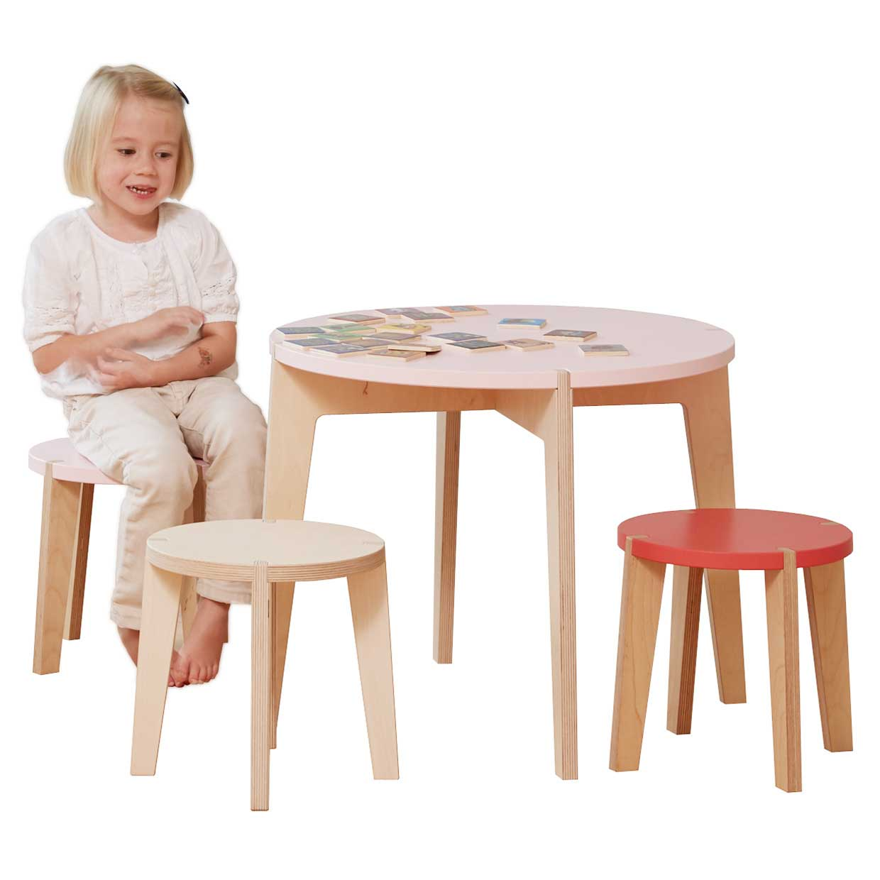 Modern kids table and stool for children by blueroom