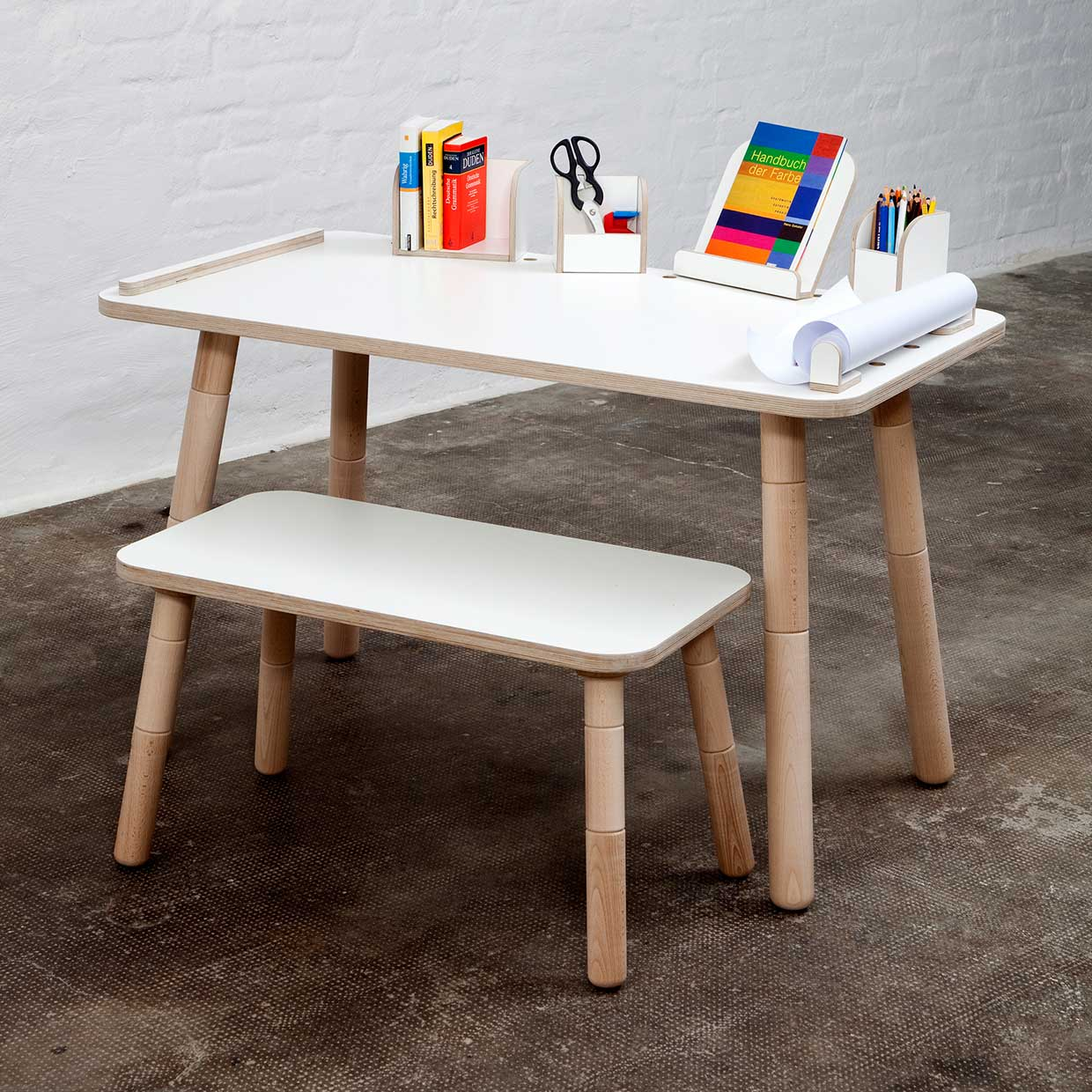 GROWING TABLE  Desk for children that grows by pure position