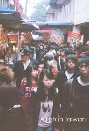 Crowded main street in Shifen. (Photo Olympus Pen EE-3)