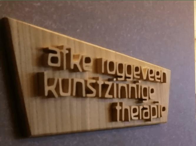 Naambordje Afke Roggeveen Haarlem kunstzinnige therapie / vaktherapie beeldend / art therapykunstzinnig therapeut / beeldend therapeut