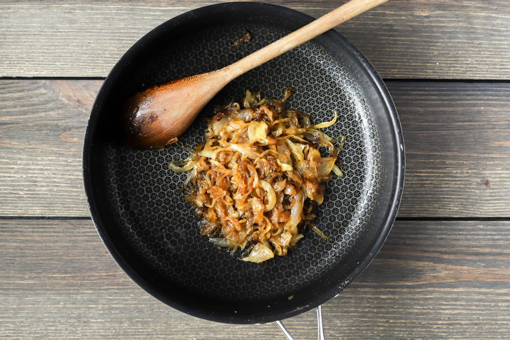 how to make caramelized onions | a step by step caramelized onion guide | a flavor journal food blog