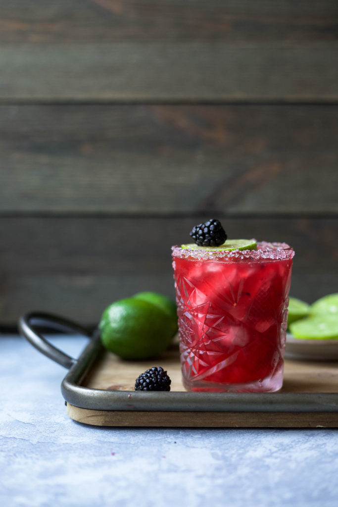 fresh blackberries really make this skinny margarita even more delicious! skinny blackberry margaritas | a flavor journal food blog